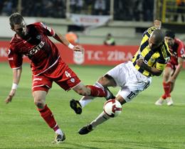 Ziraat Türkiye Kupasında ilk finalist Fenerbahçe