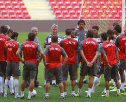 Turkey squad named for Croatia play-off